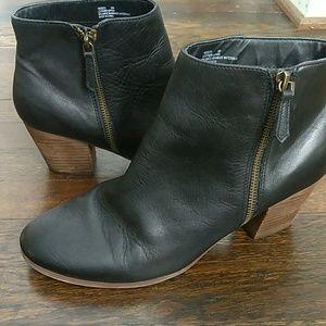 Crown vintage Sandy ankle boot in black size 10